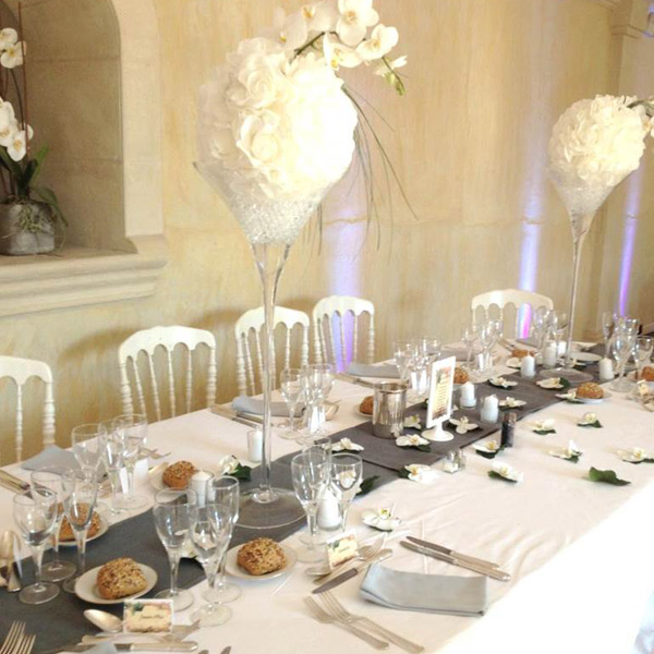 Présentation d'une table d'un mariage organisé au château de Lantic