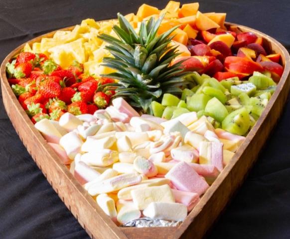 Plateau de fruits de saisons et de bonbons