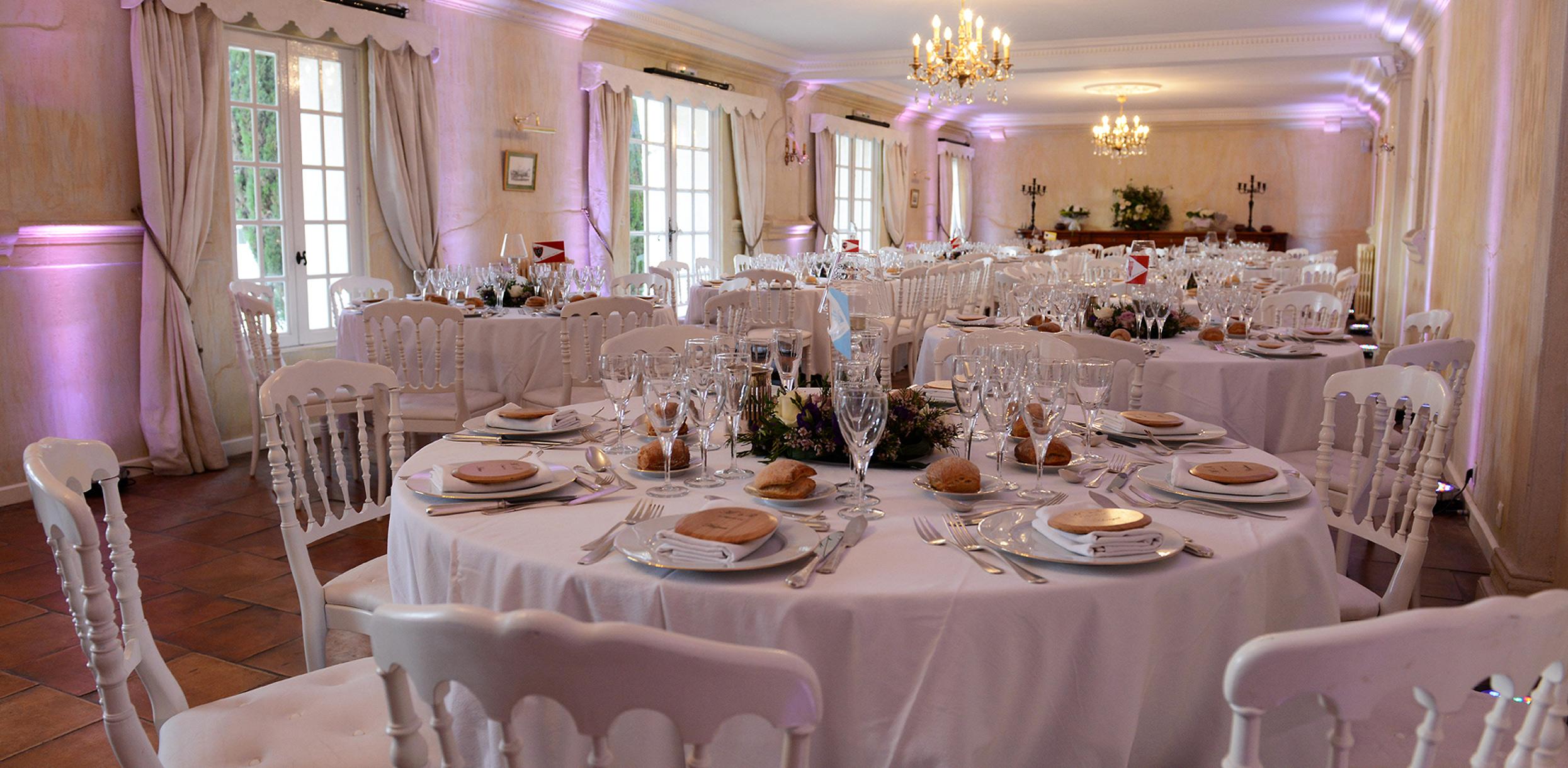 Salle de réception lors d'un mariage